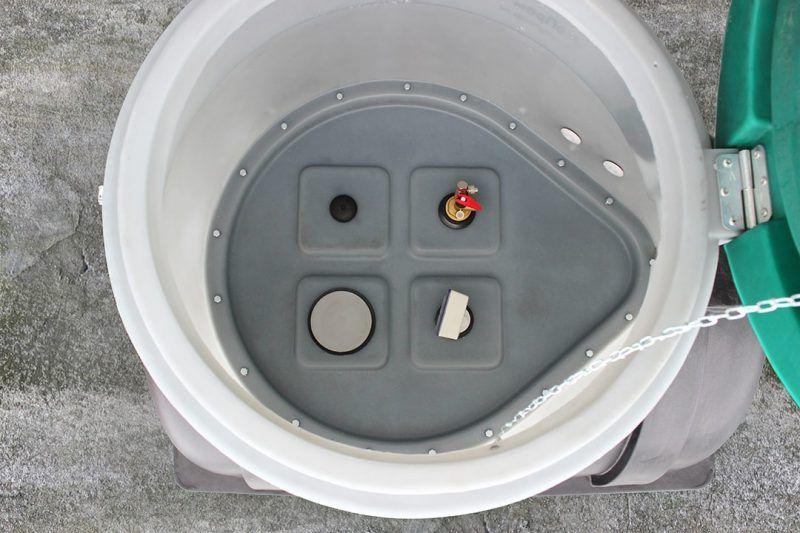 Горловина емкостей U 3000 Oil оборудована пластиковой вставкой для врезки дополнительного оборудования.